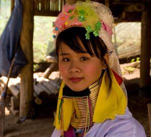 """Joven """"girafa"""" en Chiang Mai"""