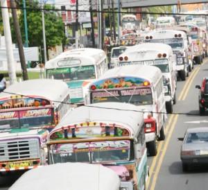 El gobierno de Panamá busca nuevos buses a prueba de incendio