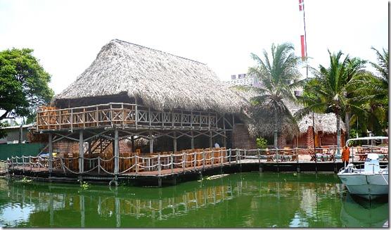 BARR Restaurante ribereño El Gran Rio, por el Club de Pesca