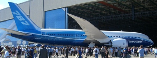 Boeing_787_Roll-out[1]