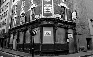 closes pub hand-and-racquet-pub-02