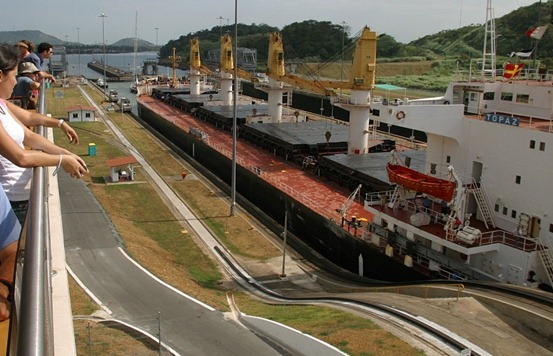 miraflores-locks-19.half