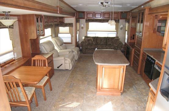 D 2011 Drv Mobile Suites 43' DENVER Rear Lounge Quad 500 ft2-