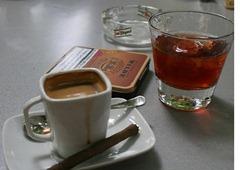 La hostelería planta cara a la ley y prevé dejar fumar en viernes