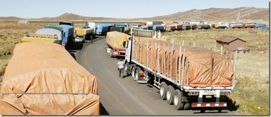 Situación en Desaguadero es insostenible afirman transportistas