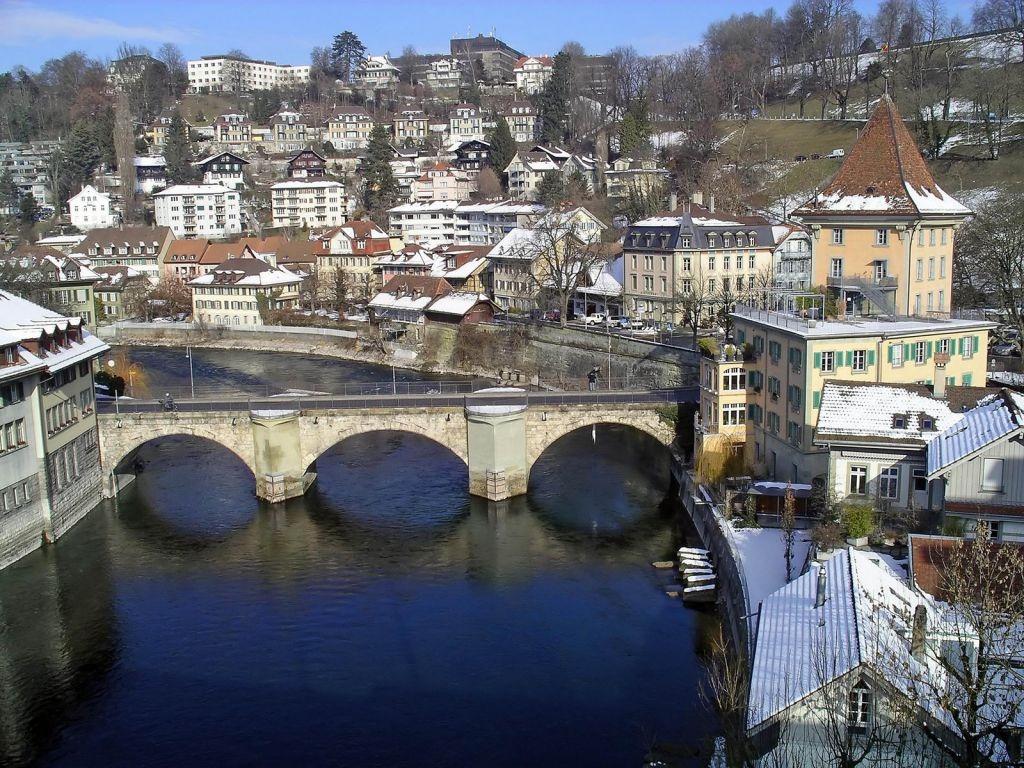 Baño Lujoso Sinonimo:El Rastreador de Noticias » Suiza con el bañador en la mochila