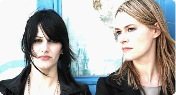 Leisha Hailey a la derecha