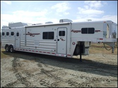 Platinum Coach Outlaw 4HGN w 15' SW Couch & Dinette 2012