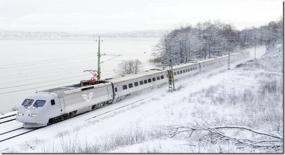 Foto: Kasper Dudzik. Jonsered 2007-01-23. SJ X2000 i vinterlandskap vid Jonsered med sjšn Aspen i bakgrunden.