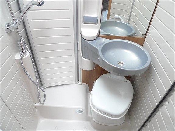 B rstner travel van el rastreador de noticias - Inodoro y lavabo en uno ...