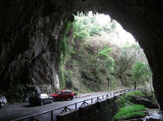El pueblo al que solo se puede entrar a través de una cueva