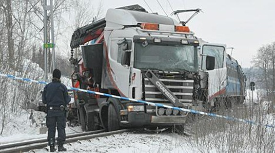 krock lastbil  tåg  Roslagsbanan Rydbo