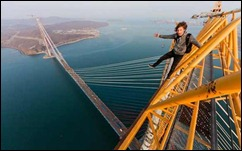 Russian-Teenagers-Climb-Russky-Island-Bridge