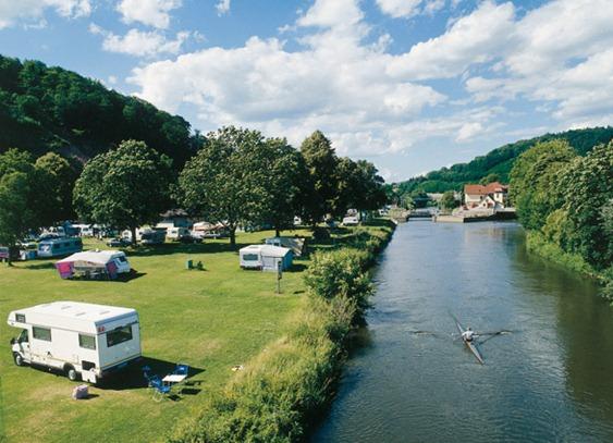 Campingplatz-Im-Fluss-C-Andrea-Wuestenhagen