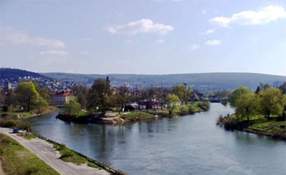 Münden auf der Fuldainsel Tanzwerder stehend, dort wo Fulda und Werra