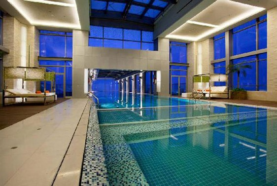 Holiday-Inn-Shanghai-Pudong-Kangqiao-Swimming-Pool-2