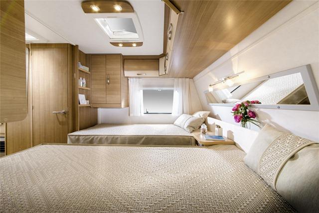 Caravan salon colores claros futuro para caravanas el - Interiores de caravanas ...