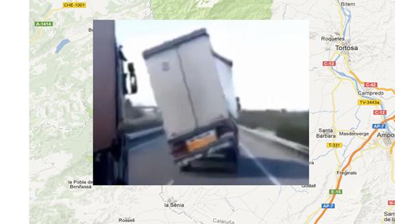 Un camión a merced del viento casi pierde el control en el sur de Tarragona