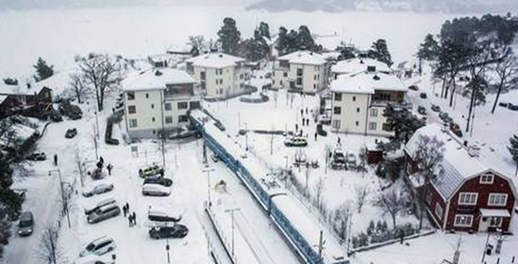 Tåg_kraschade_in_i_bostadshus__foto_david_schmidt