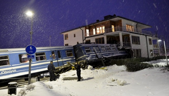 Tåg kraschade in i bostadshus