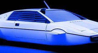 Elon Musk, CEO de Tesla Motors, compró el submarino Lotus de Bond