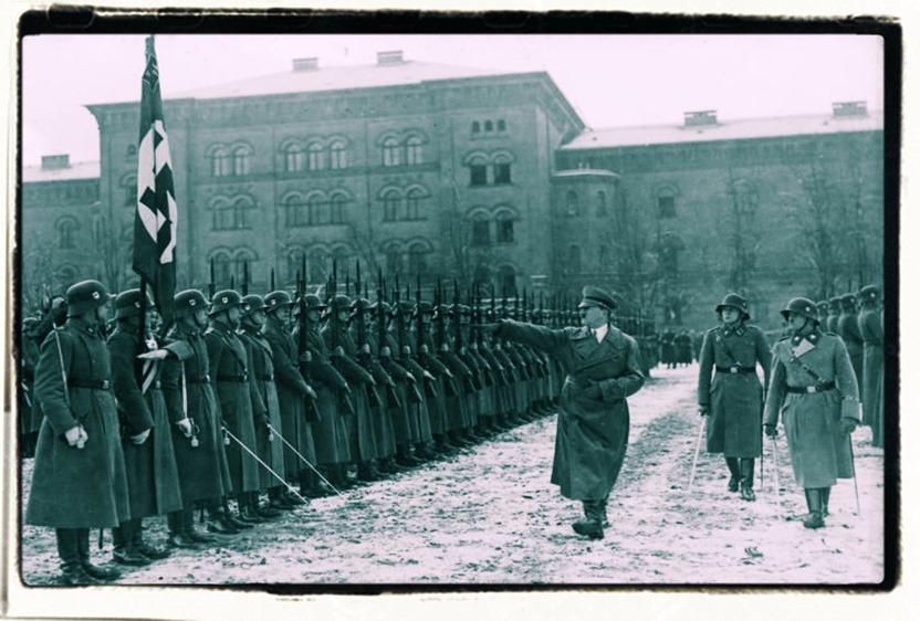 Berlin-Lichterfelde,_Hitler_bei_Leibstandarte