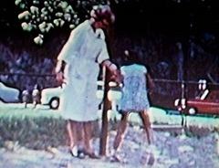 Después de 6 meses aprendió Jeanette a andar de nuevo con voluntad propia. Cuando salió del hospital la enviaron a casa de su abuelo otra vez.