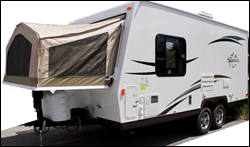 2014_Flagstaff_Shamrock_19_Hybrid_travel_trailer.--