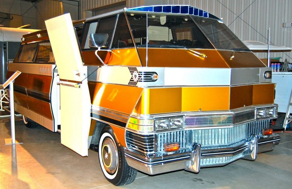 Paul_Jones_-_Cadillac_Eldorado_motorhome.)png