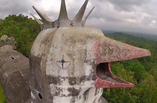 La 'iglesia pollo' abandonada en Indonesia