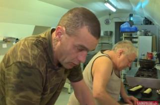 Panadero francés vende su negocio por 1 € al 'sintecho' que le salvó la vida
