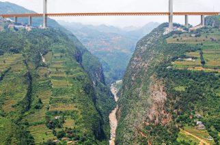 China finaliza la construcción del Puente BEIPANJIANG, el más alto del mundo