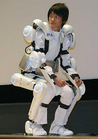 El robot-traje o 'esqueleto cibernético' para facilitar los movimientos a disminuídos físicos. Foto EFE