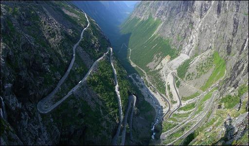 Trollstigen en Noruega. Es una carretera de montaña situada en Rauma, Noruega.