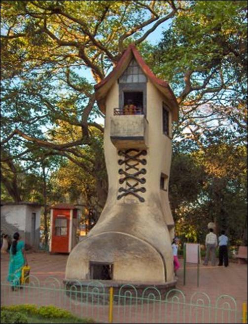 Old-Womans-shoe-hanging-garden-mumbai