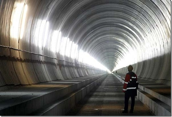 Worlds-Longest-Tunnel--12--600x400