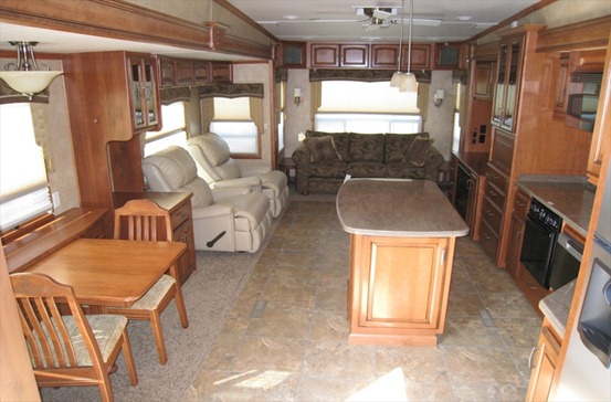 D 2011 Drv Mobile Suites 43' DENVER Rear Lounge Quad 500 ft2-