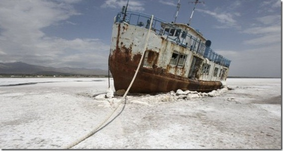 Oroumieh-Lake-turning-to-salt-2