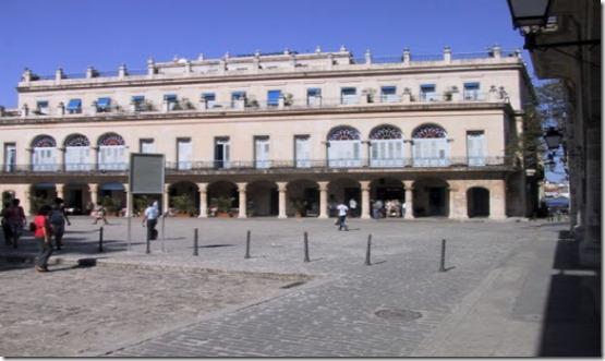 plaza de armas havana10