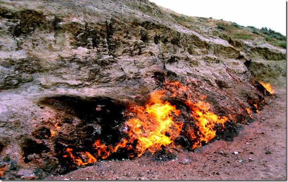 Yanar_Dag_Flaming_Hill