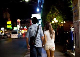 pareja farang-tailandesa