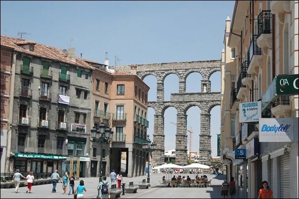 Segovia - Calle Fernández Ladreda y Acueducto