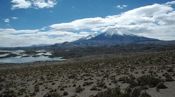 Volcan_Parinacota_ _CotaCotani_lakes