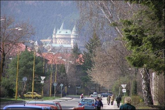 castillo Bojnice visto desde Prievidza
