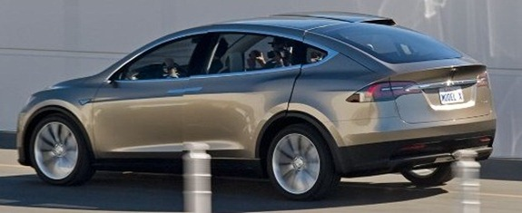Tesla-Model-X-Rear-Three-Quarter-Moving