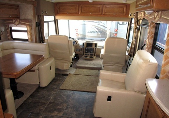 Winnebago Sightseer 30A-(