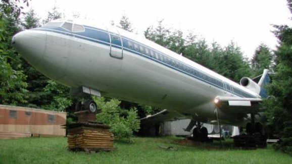 Bruce Campbell's Boeing 727 - AirplaneHome.com ---