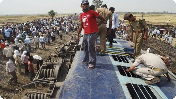tren descarrilado india
