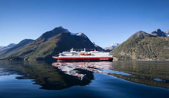 Hurtigruten Hjørundfjorden