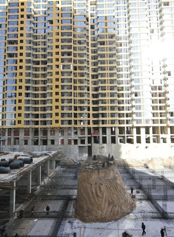 Skyscraper built around tomb in Taiyuan, China-